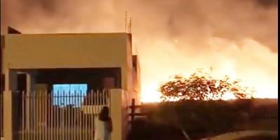 Mais uma vez moradores do Jardim Tropical sofrem com incêndios em vegetação em Rolim de Moura - Vídeo