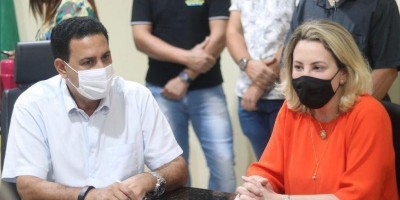 """Prefeito Aldo Júlio assina o termo de fomento de repasse para as """"Mulheres de Lenço"""" e Prepararte"""