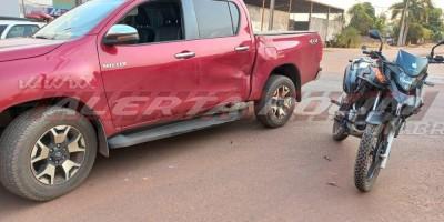 PM registra colisão entre moto e caminhonete nesta segunda-feira em Rolim de Moura