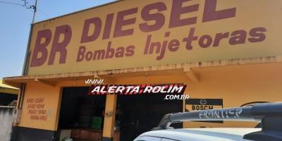 Comércio é arrombado durante a madrugada e cofre, folhas de cheques e um veículo foram furtados em Rolim de Moura