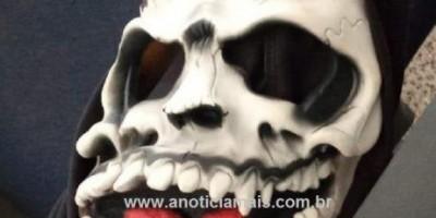 Jaru homem com passagem pela Justiça é preso com arma de fogo, munições e máscara demoníaca
