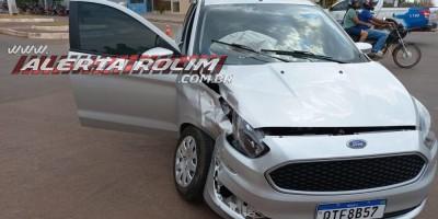 PM registra colisão entre dois carros no centro de Rolim de Moura nesta terça-feira