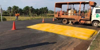 Alerta - DER instala redutores de velocidade na RO-010 em frente aos Frigoríficos Distriboi e Minerva em Rolim de Moura