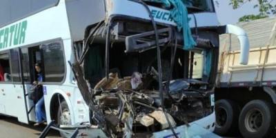 ATUALIZADA - Acidente entre Fiat Strada, caminhão e ônibus da Eucatur deixa seis feridos em Pimenta Bueno