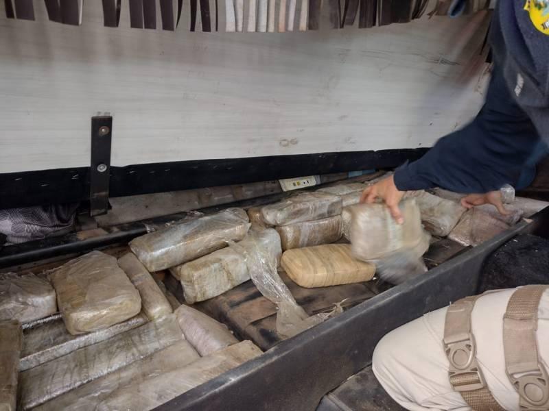 Em Vilhena, PRF apreende carga de maconha colombiana avaliada em mais de R$ 3 milhões