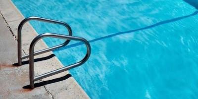 Homem morre afogado em piscina de clube durante confraternização