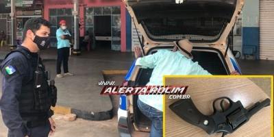 Idoso armado dentro de estabelecimento comercial é preso pela Polícia Militar em Rolim de Moura