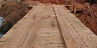 Linha 168 lado norte recebe tubos corrugados, tem ponte recuperada, limpeza e encascalhamento