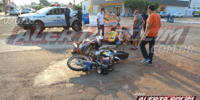 Motociclistas se envolvem em acidente no centro da cidade e são socorridos pelos bombeiros; este é o terceiro acidente em Rolim de Moura neste dia primeiro
