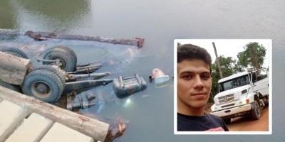 Motorista de 21 anos morre após ponte ceder e caminhão cair em rio em RO