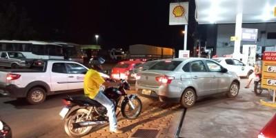 Postos de combustíveis em Rolim de Moura começam a registrar filas de motoristas com medo do desabastecimento