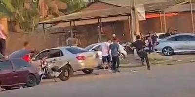 Vídeo mostra dupla tentando matar apenado a tiros em plena luz do dia em RO