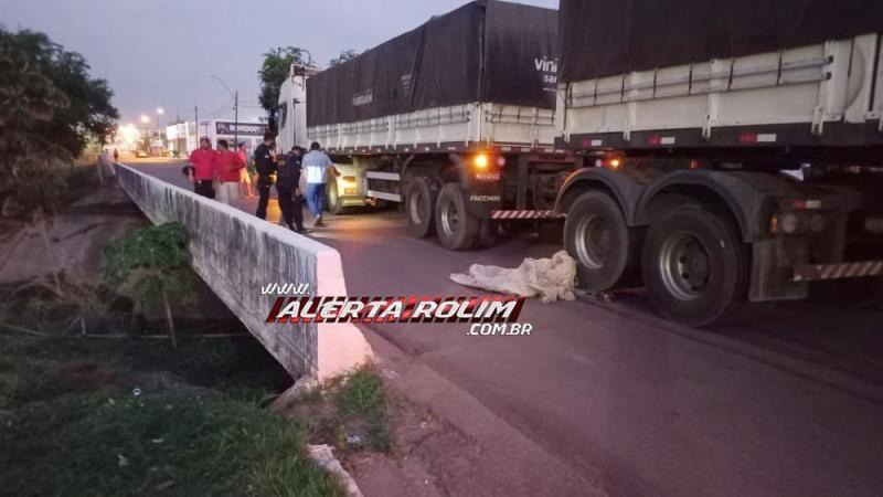 Atualizada – Homem morre esmagado por carreta Bitrem no centro de Rolim de Moura