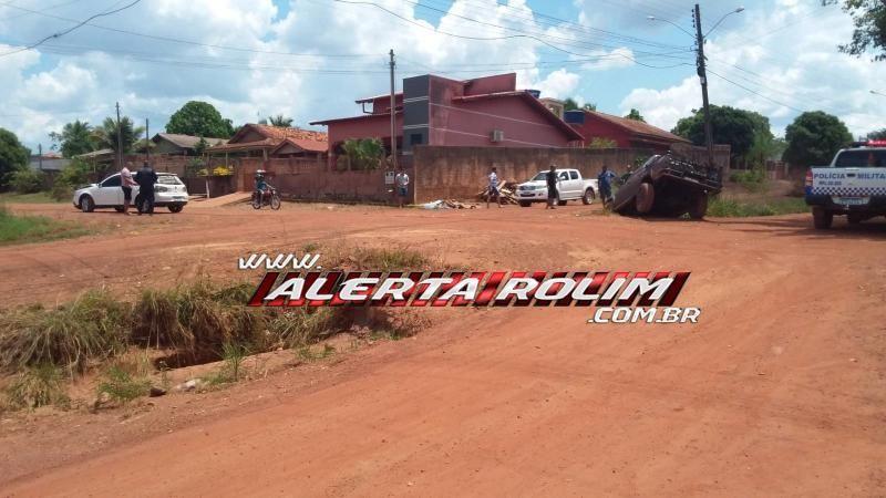 Colisão entre dois carros foi registrada neste domingo no bairro Industrial em Rolim de Moura