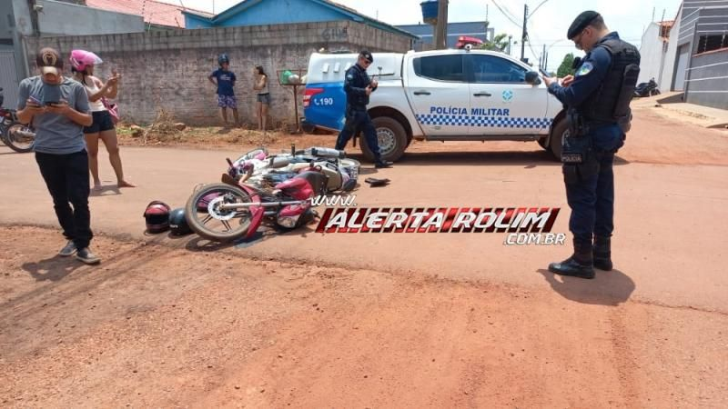 Mãe, filha e uma terceira pessoa foram socorridas pelos bombeiros, após acidente entre duas motos em Rolim de Moura