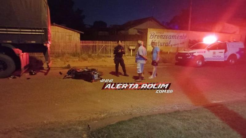 Motociclista colide na traseira de caminhão que estava estacionado, no bairro Boa Esperança em Rolim de Moura