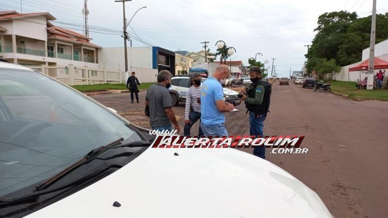 Para evitar colisão, mototaxista efetua frenagem e acaba caindo na Rua Rio Madeira em Rolim de Moura
